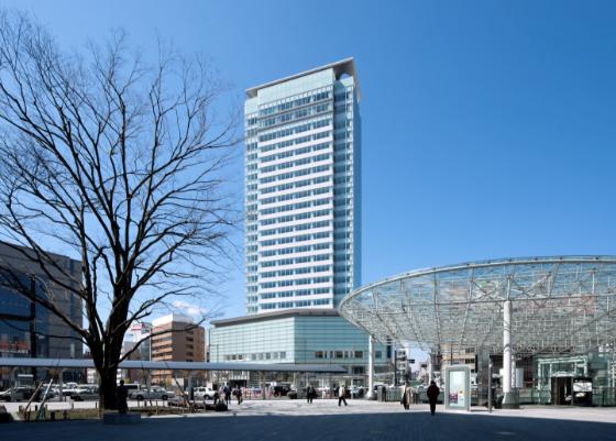 静岡駅北口から見える葵タワー